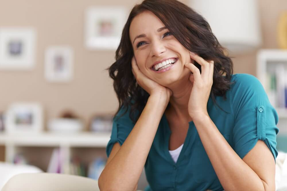 「我幾年前補過的牙齒最近裂掉,檢查才知道補綴物早就掉了而且又蛀得更大洞,好險大部分牙體都還在可以做假牙套住,可是假牙材質好多種該怎麼選呢?」「牙崩了以後,處理完又約診做根管治療,又再約診做假牙,每次要等上幾週甚至1個月,是不是有更快的方法完成修補?」這些疑問在新竹日光翡麗診所Q&A排行榜皆榜上有名,好消息是:大部分的煩惱…