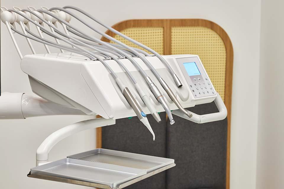 先進的水雷射牙周治療,大大降低疼痛感,顛覆你對看牙的想像!