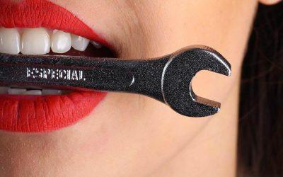 根管治療後牙齒變得好脆弱?全瓷冠矯正讓你的牙齒變的堅硬耐磨!